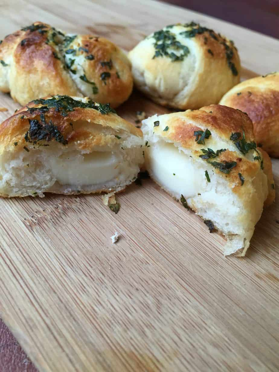Cheesy garlic crescent rolls are the perfect addition to any family dinner. Easy and absolutely delicious with pizza, pasta or anything Italian!