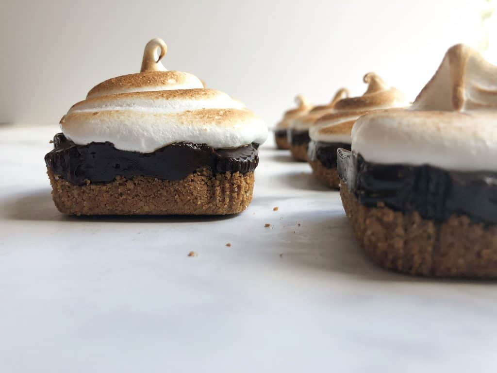 These are the perfect handheld dessert for fall! Mini S'mores Pies are the perfect blend of sweet, crunchy and smooth!